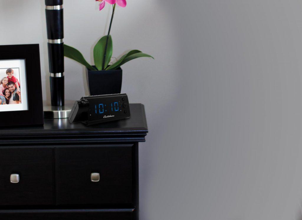 USB Charging Clock Radio (EAAC475)