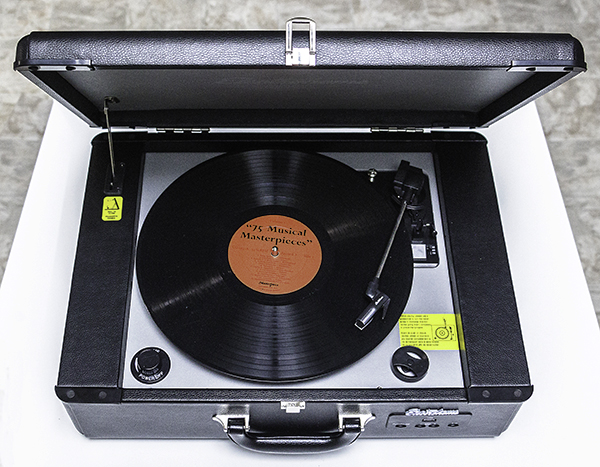 The Gadgeteer Reviews the Electrohome Archer Turntable Stereo System
