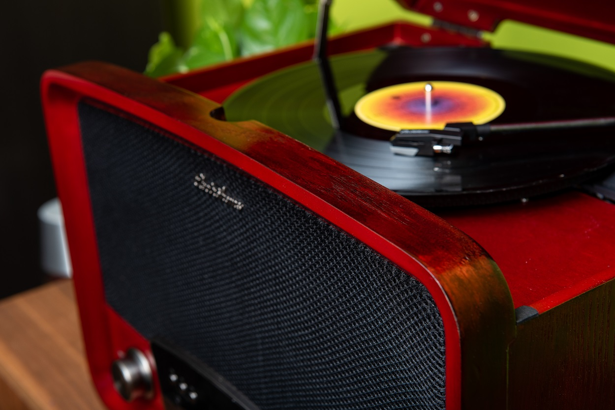 RR75 Electrohome Record Player